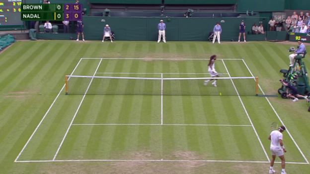 Video «Tennis: Wimbledon, Nadal - Brown, Fehlerorgie Nadal» abspielen