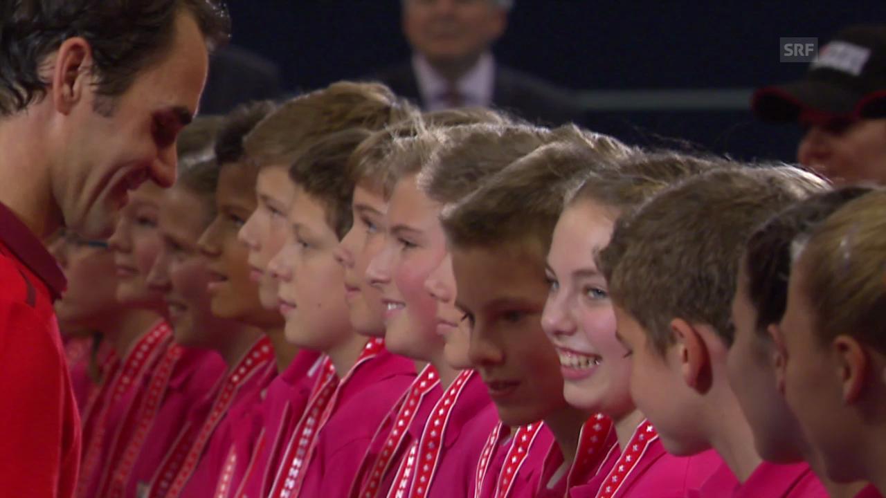 Tennis: Swiss Indoors, Federer ehrt die Ballkinder