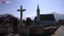Video «Steinen: Pfarrer spaltet Dorf» abspielen