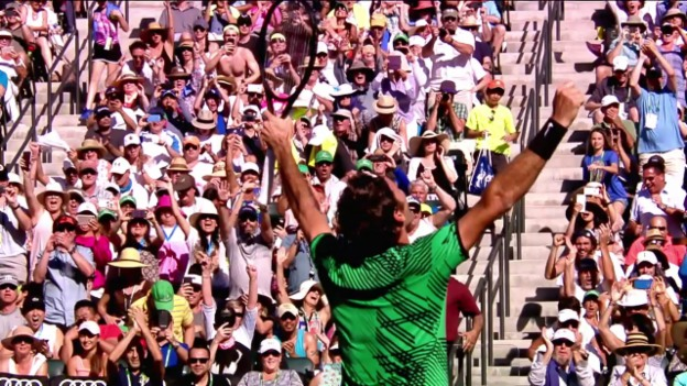Video «Federer besiegt Wawrinka in Indian Wells» abspielen