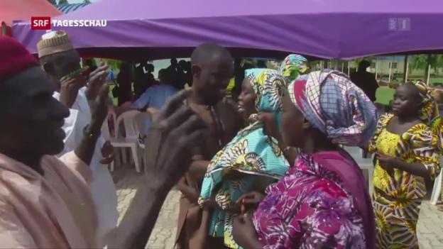 Video «Chibok-Mädchen vereint mit Familien» abspielen