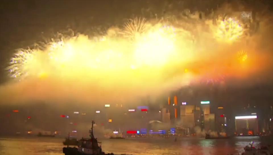 Geburtstags-Feuerwerk über Hongkong