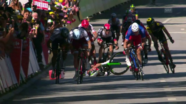 Video «Die heftigen Sprint-Stürze auf der 4. TdF-Etappe» abspielen