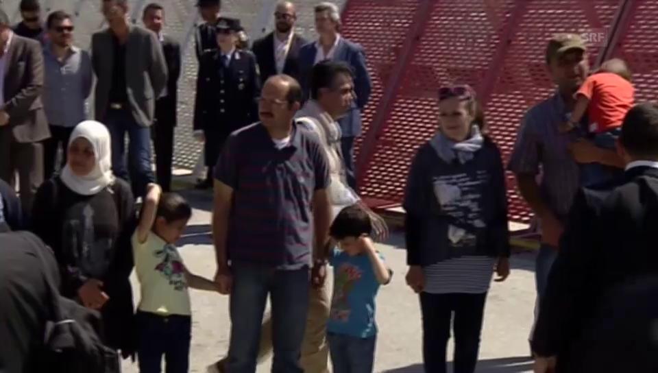 Papst nimmt Flüchtlinge nach Rom