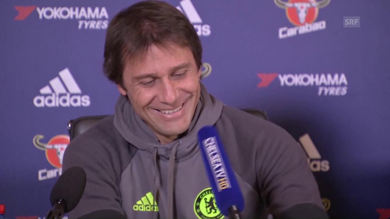 Antonio Conte kämpft mit dem Mikrofon (sntv)