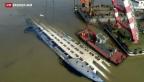 Video «Kräne heben Schiffswrack aus dem Jangtse» abspielen