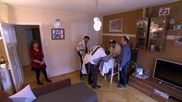 Video «Buben-Beschneidung: Widerstand gegen das göttliche Gebot» abspielen