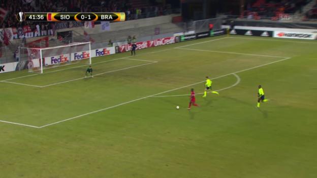 Video «Sion lässt im EL-Hinspiel gegen Braga reihenweise Chancen aus» abspielen