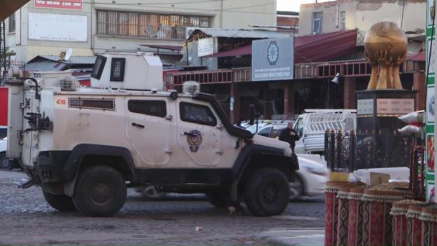 Video «Die Säuberungswelle in Diyarbakir» abspielen