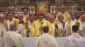Video «Gehorsam und ehelos: Warum Männer sich zu Priestern weihen lassen» abspielen