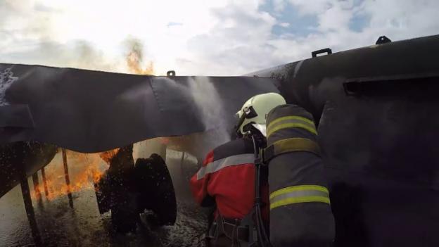Video «Der «Jobtausch» in den USA und der Schweiz: Die Feuerwehr» abspielen