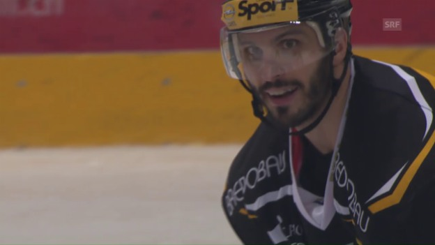 Video «Lugano - Bern: Lapierre kommt trotz Icing aufs Eis» abspielen