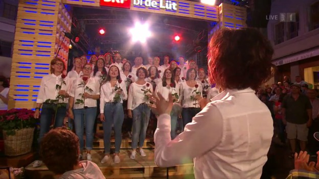 Video «Chor Burgdorf mit «Love Is In The Air»» abspielen