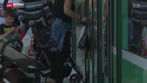 Video «Streit um Einkaufstouristen in Basler Trams» abspielen