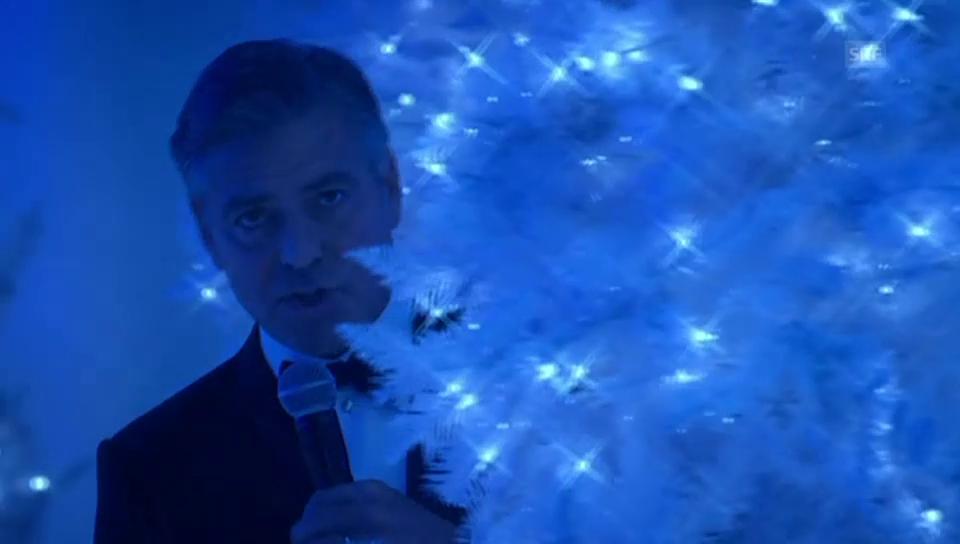 George Clooney singt ein Weihnachtslied