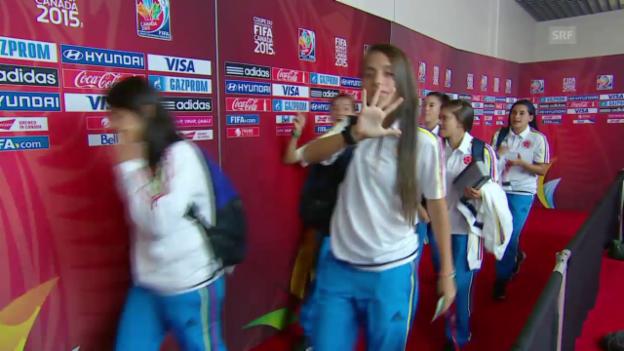 Video «Fussball: Frauen-WM, Kolumbien - Mexiko, Kolumbianerinnen feiern vor dem Spiel» abspielen