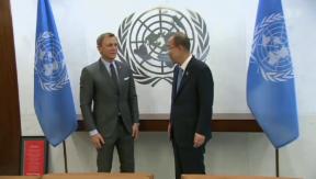 Video «007 in humanitärer Mission» abspielen