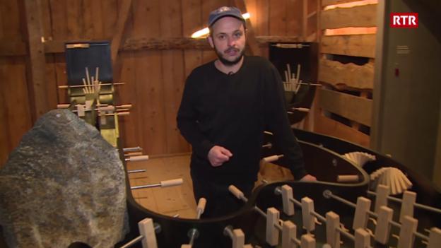 Laschar ir video «Fabio Hendry preschenta intgins gieus en la Stalla Libra»