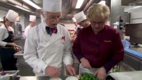 Video ««Landfrauenküche»-Siegerin Romana Zumbühl kocht für Prinz Charles» abspielen
