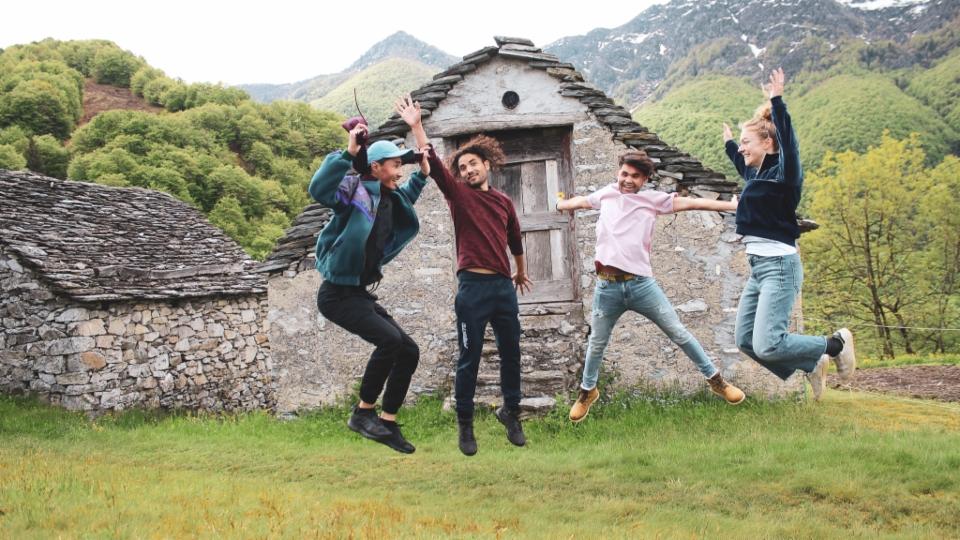 Im «Kulturdorf für junge Menschen» erzählen Geflüchtete und Kunststudentinnen Geschichten über Migration