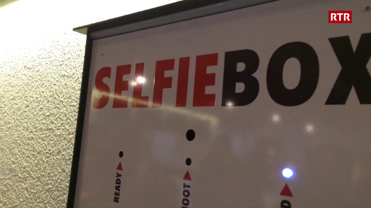 Adrian Gamper mussa co la Selfie Box funcziuna