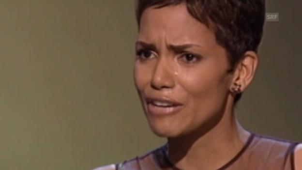 Video «Halle Berrys tränenreiche Oscar-Rede (2002)» abspielen