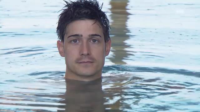 Tobias Müller bei den Synchronschwimmerinnen