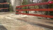 Link öffnet eine Lightbox. Video Regen sorgt für Hochwasser und Erdrutsche abspielen