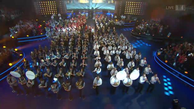 Video «Grand Opening mit allen 8 Orchestern» abspielen