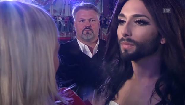 Video «Conchita Wurst, Ricky Martin und schrille Vögel am «Lifeball»» abspielen