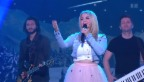 Video «Beatrice Egli mit ihrem Hit «Fallschirm»» abspielen