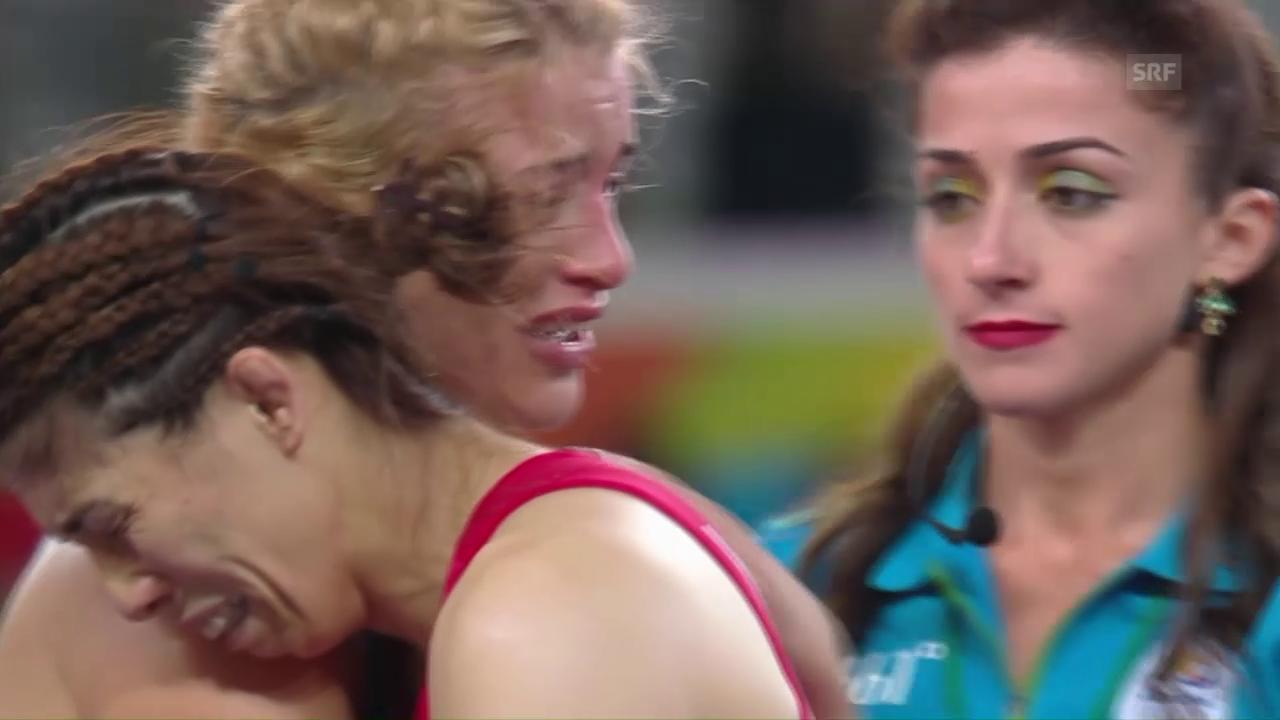 Beide Ringerinnen zeigen nach dem Kampf grosse Emotionen
