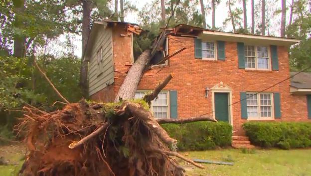Video «Schwerer Sturm tobt weiter über US-Ostküste» abspielen