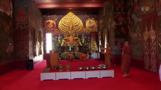 Video «Zur thai-buddhistischen Visakha-Puja» abspielen