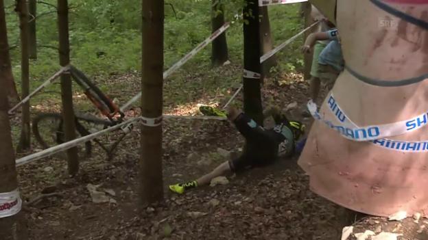 Video «Horror-Sturz von Mountainbiker Flückiger» abspielen