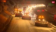 Link öffnet eine Lightbox. Video Schneepflug-Parade auf der Autobahn abspielen