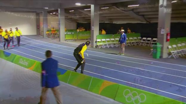 Video «Hier kommen Bolt und die jamaikanische «Handy-Staffel»» abspielen