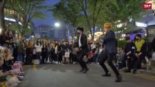 Link öffnet eine Lightbox. Video Junge Südkoreaner tanzen aus der Reihe abspielen