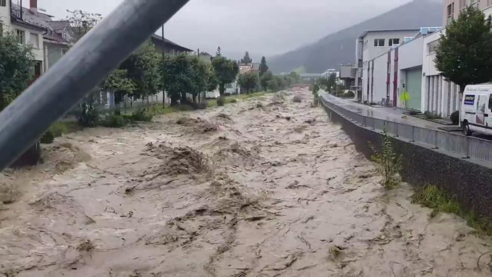 26. Juli um 16 Uhr: Hochwasser an der Alp bei Einsiedeln. #SRFMeteoVideo Markus Teller