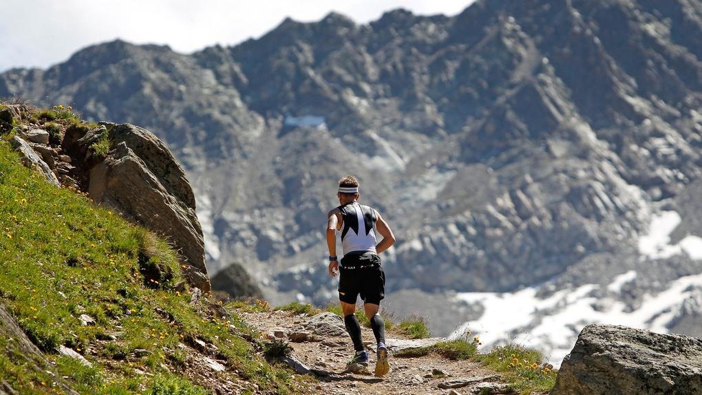 Waldweg statt Bergpanorama für die Läufer