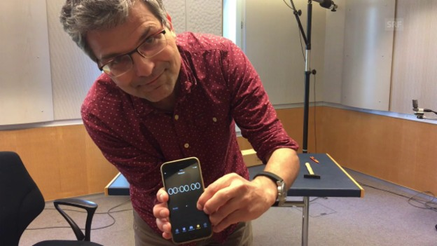 Video «Thomas Häusler versucht, den Roboter zu schlagen» abspielen