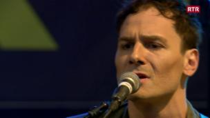 Video «Sam Himself covert «Dancing In the Dark» von Bruce Springsteen» abspielen