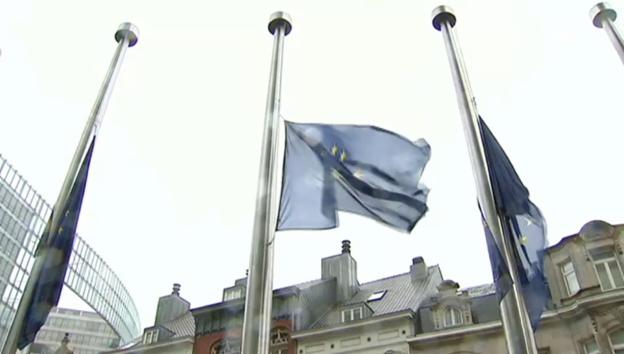 Video «Fahnen in Brüssel auf Halbmast» abspielen