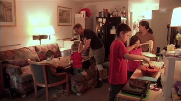 Video «Terry und seine Familie leben auf engstem Raum» abspielen
