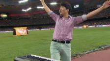 Video «Leichtathletik: WM Peking, Klavierspieler vor 100-m-Final» abspielen
