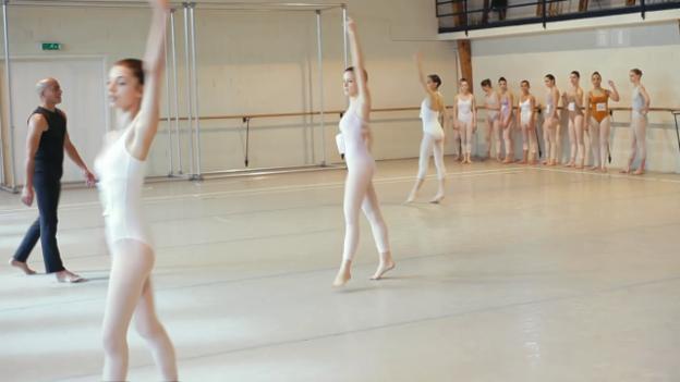 Video «Shaping Dancers – Zwei Jahre an Béjarts Tanzschule in Lausanne» abspielen