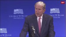 Link öffnet eine Lightbox. Video Bush attackiert Trump abspielen