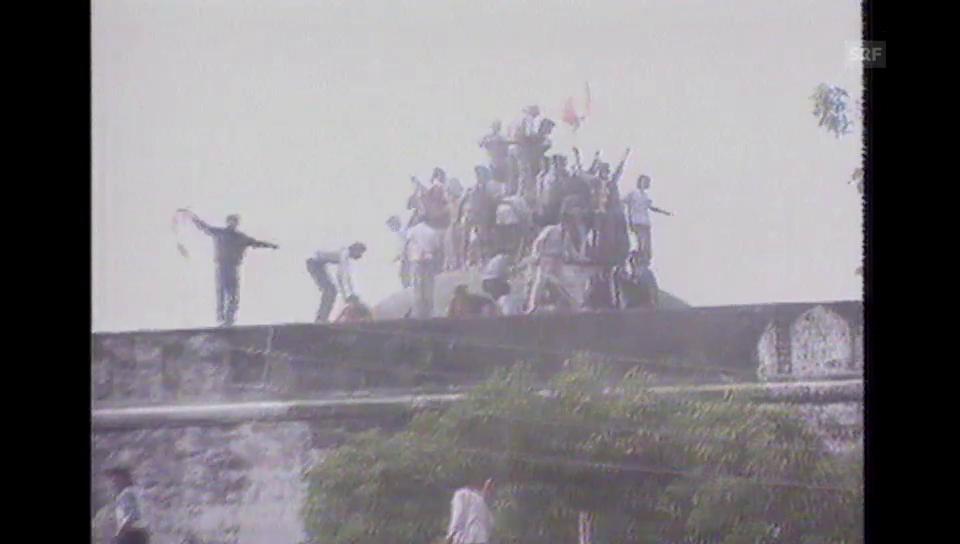 1992: Hindus zerstören Moschee in Ayodhya