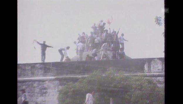Video «1992: Hindus zerstören Moschee in Ayodhya» abspielen