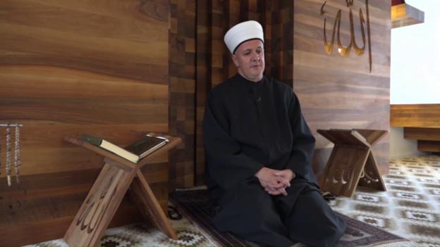 Video «Imam-Ausbildung, Jacqueline Fehr, Kampfstiefel, Notfall Spitäler» abspielen